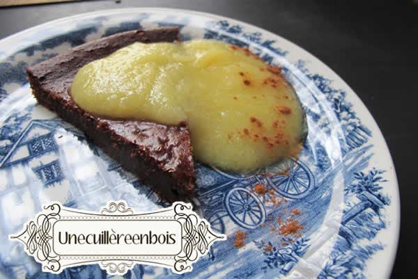 gâteau au chocolat et au coulis de poire