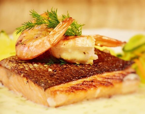 recette de noel saumon roti sauce au fumet de crevettes grises