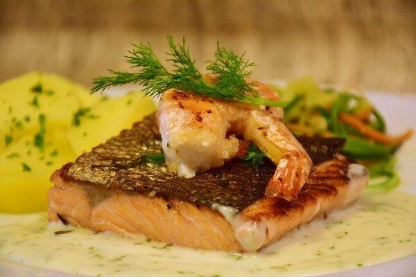 saumon grillé sauce aux crevettes grises