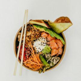 poke bowl thai saumon avocat