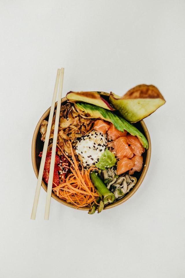 poke bowl thai saumon avocat